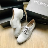 Brighton : choose your favorite color ! Black or white ? 🖤🤍 These derbies are so gorgeous 👞 . . . . . #uniform #uniformshoes #derbies #uniformshoesmanufacturers #flightattendant #cabincrew #eventcompany #evenementiel #wintercollection #shoesforwork #workoutfit #leathershoes #stillopen